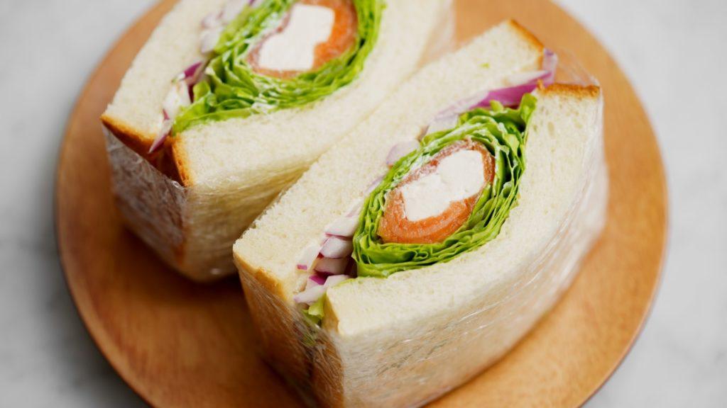 サーモンとクリームチーズのぐるぐるサンドイッチ